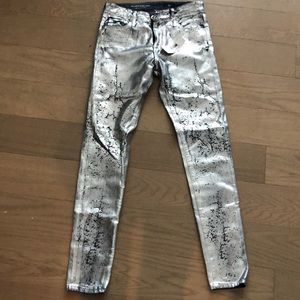 AG the Farrah skinny ankle Iced silver size 25 NWT